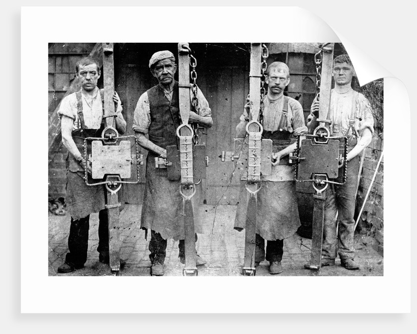 Trap makers at Henry Lane Ltd, circa 1912 by unknown