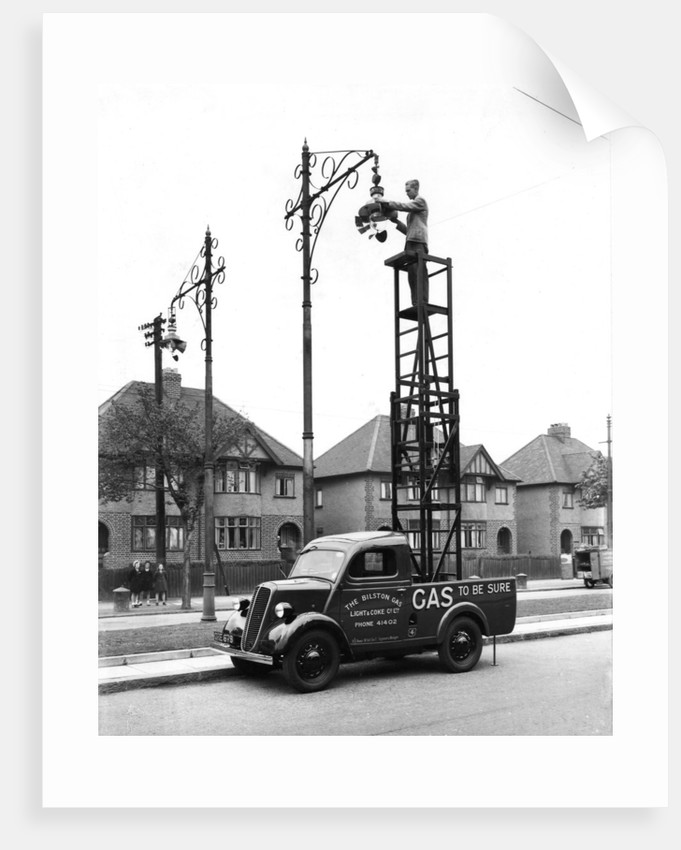 Repairing a street light, Bilston, Early 20th century by unknown